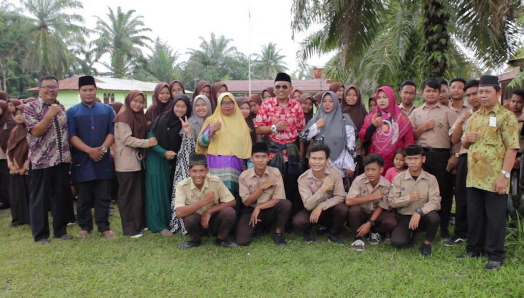 Siswa Madrasah Silau Dunia Dapat Motivasi Dari Haji Anton
